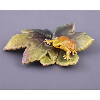 Фигурка «Лягушка на листке»