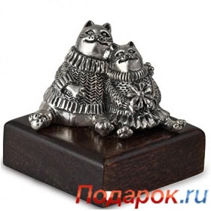 Серебряная статуэтка «Коты в свитерах»