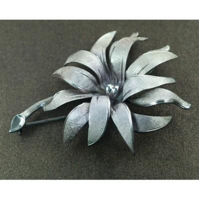 Серебряная брошь «Хризантема»