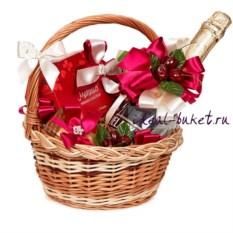 Красная подарочная корзина Весенний комплимент