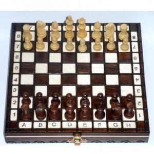 Компактные деревянные шахматы