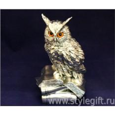 Скульптура Филин на книгах