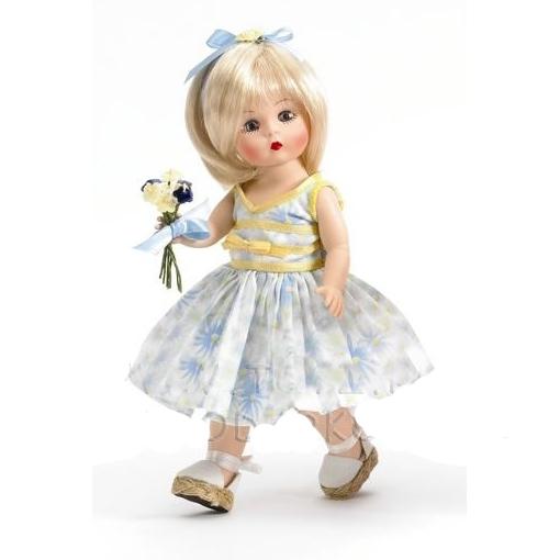 Кукла с букетом