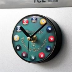 Магнитные часы на холодильник Бильярд