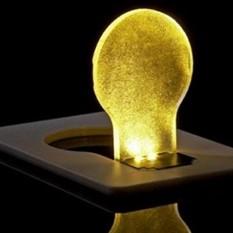Карманная лампа в виде кредитной карты