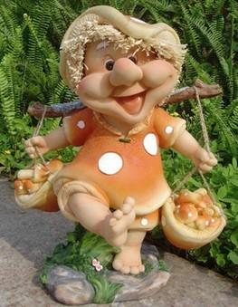 Садовая фигурка Гном мухомор с корзинками