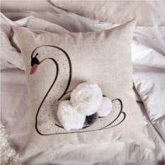 Декоративная подушка Лебедь с помпонами