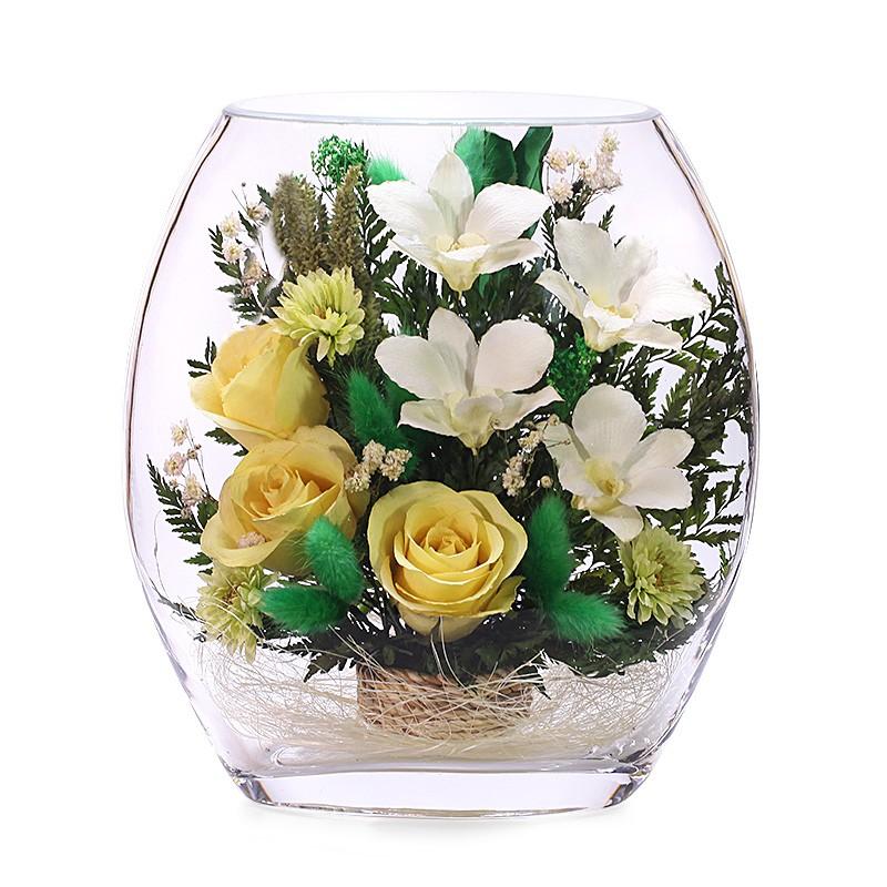 Цветочная композиция из желтых роз и белых орхидей