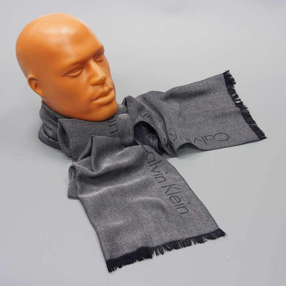 Серый мужской шарф с надписями Calvin Klein
