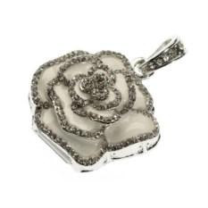 Флешка Роза-подвеска белого цвета