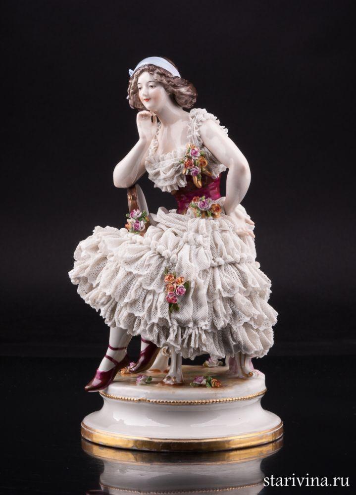 Фарфоровая статуэтка Эсмеральда. Танцовщица с бубном