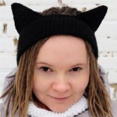 Вязаная повязка на голову Черный котик