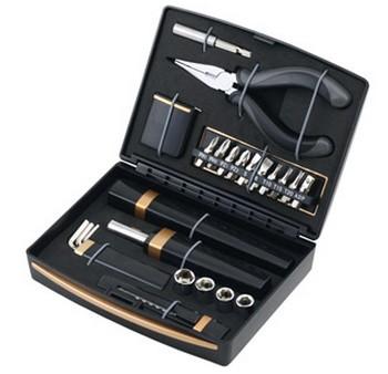 Набор инструментов с фонарем (23 предмета)