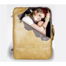 Наклейка на чемодан Заложница