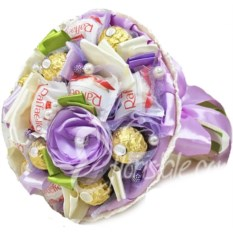 Букет из конфет Микс 17 с фиолетовым цветком
