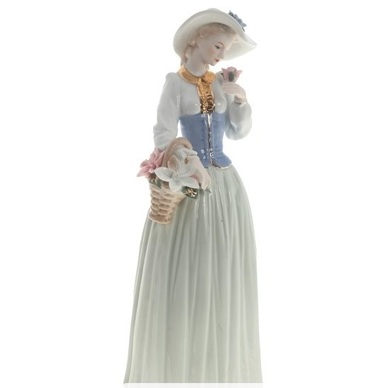 Статуэтка Девушка с цветами