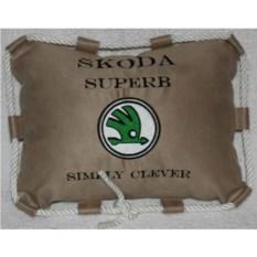 Бежевая подушка со шнуром Skoda Superb