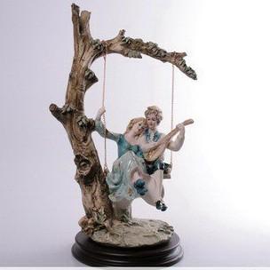 Статуэтка «Влюблённая пара на качелях»