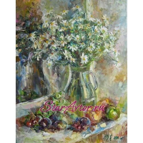 Авторская картина Натюрморт Ромашки с фруктами на окне