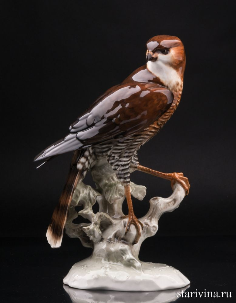 Фарфоровая статуэтка Ястреб