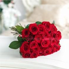 Букет из 25 красных роз Ред Наоми (60 см)