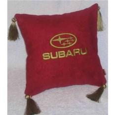 Красная подушка с золотой вышивкой и кистями Subaru