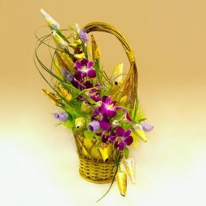 Весна. Букет из конфет с цветами
