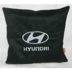 Черная с серебристой вышивкой подушка Hyundai