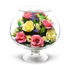 Композиция из натуральных алых и желтых роз