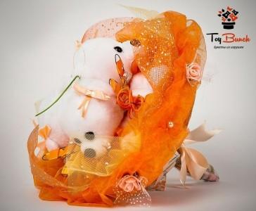 Букет из мягких игрушек (оранжевый, три белых мишки)