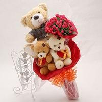 Букет из игрушек Медвежата с букетом красных роз