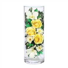 Композиция из желтых роз и белых орхидей