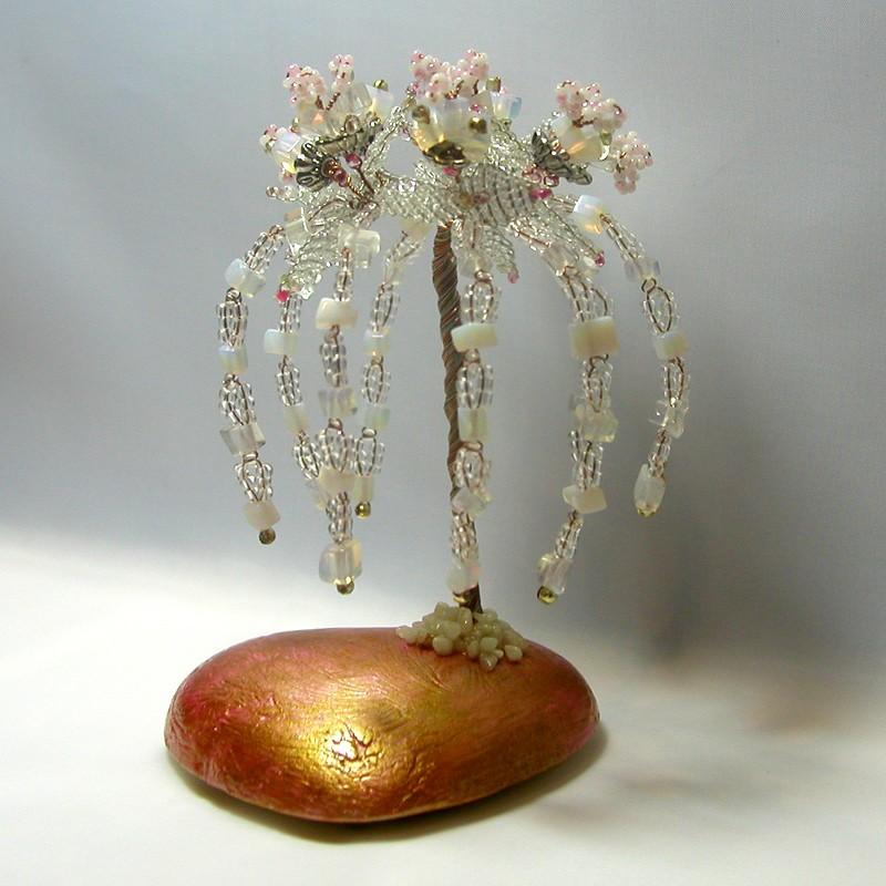 Дерево счастья из лунного камня на сердечке