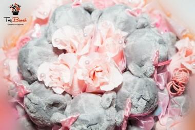 Букет из игрушек и конфет (розовый, с мишками и рафаэлло)