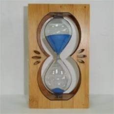 Песочные часы в деревянном корпусе