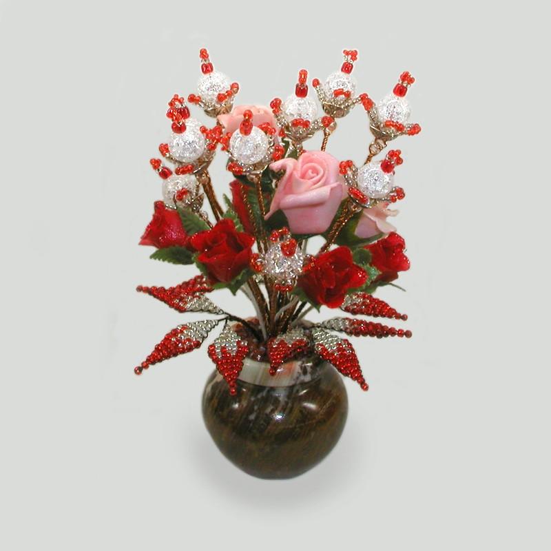 Цветы из горного хрусталя в вазочке из оникса