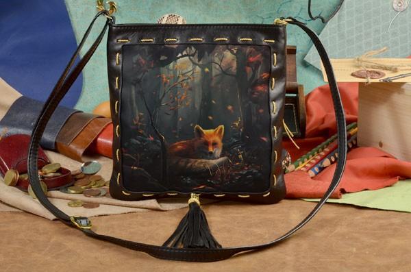 Кожаная женская сумка-планшет с принтом