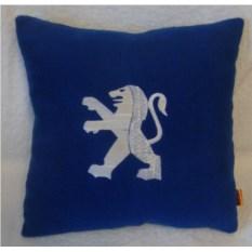 Синяя подушка с белой вышивкой Peugeot