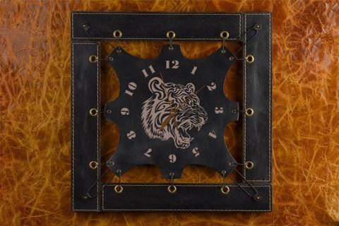 Черные часы из кожи Разъяренный тигр