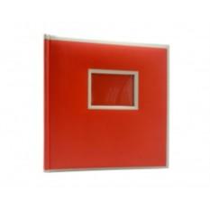 Красный фотоальбом с окном