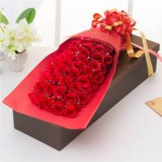 Подарочный набор цветов из мыла «99 роз»