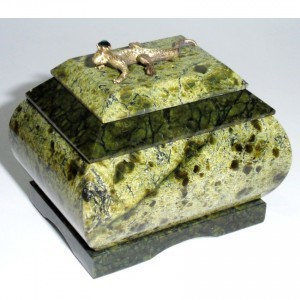 Каменная шкатулка Ящерица с короной