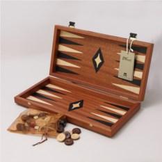 Светло-коричневые нарды в деревянном кейсе