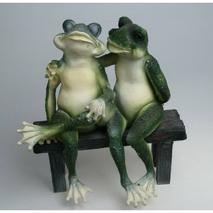 Статуэтка «Лягушки на лавке»