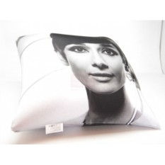 Подушка Одри Хепберн