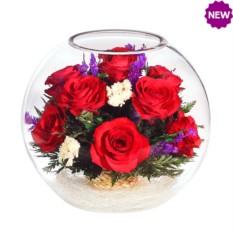 Композиция из натуральных роз в стекле