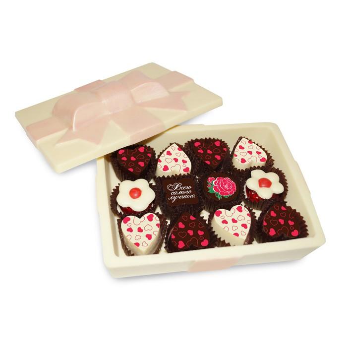 Шоколадная шкатулка с конфетами