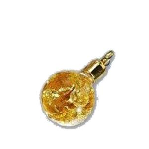 Кулон с лепестками золота