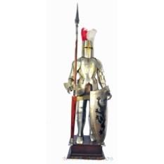 Напольный рыцарь с копьем и щитом