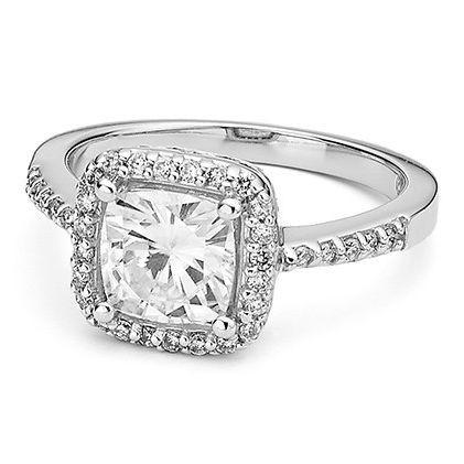 Красивое кольцо с муассанитом